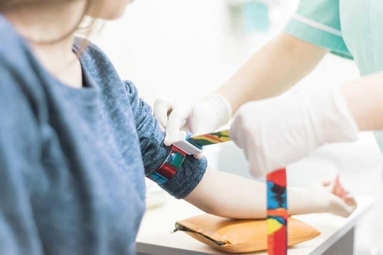 lấy mẫu xét nghiệm viêm gan B