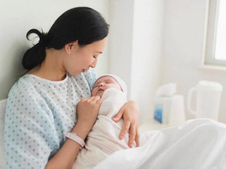 Sau sinh bị gan nhiễm mỡ có sao không? Điều trị thế nào?